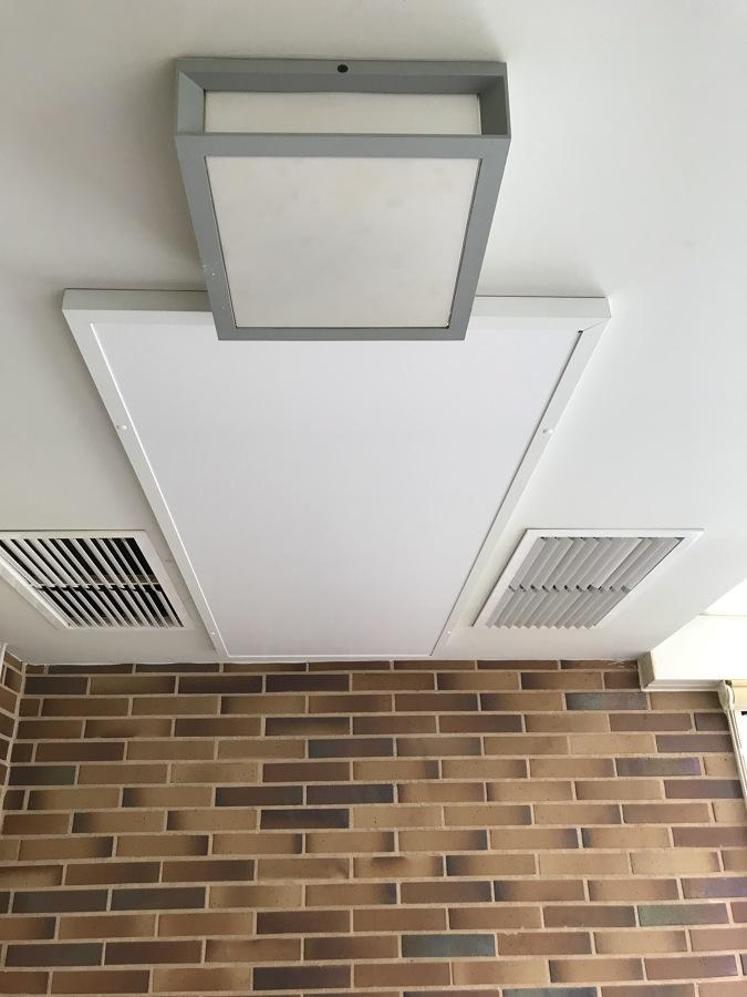 Instalación con placa infrarrojos en  terraza acristalada
