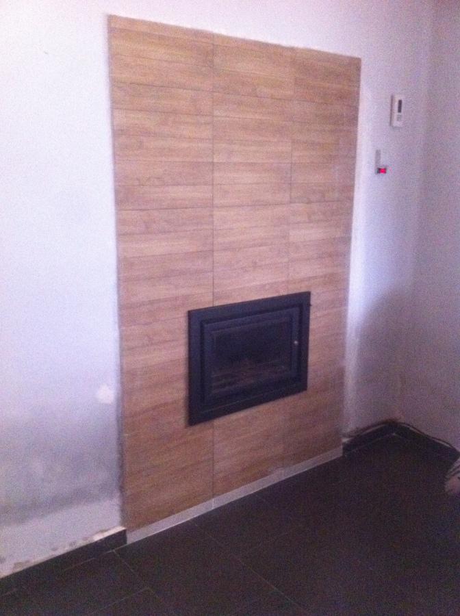 Foto instalaci n de chimenea de le a calefactora para la for Calefaccion lena radiadores