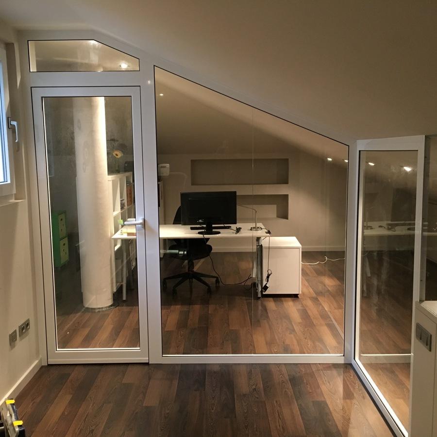 Tancament interior amb vidre i alumini