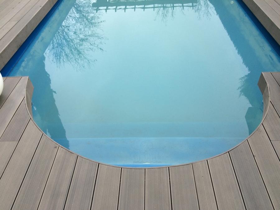 Coronacion tarima sintetica piscina
