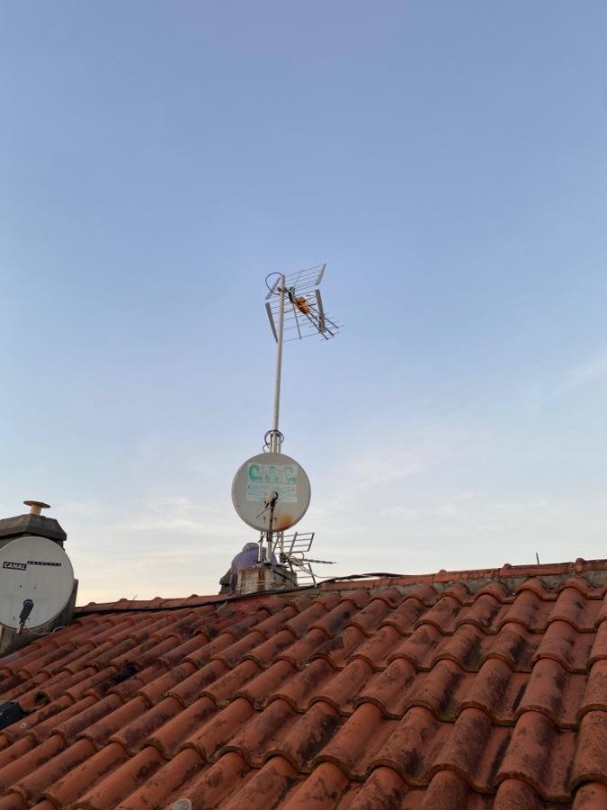 Instalación de Mástil y Antenas