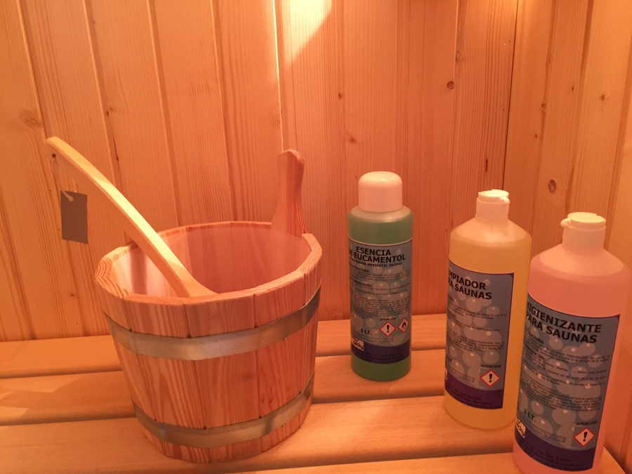 Foto cubo y caso de madera productos para sauna de - Productos para sauna ...