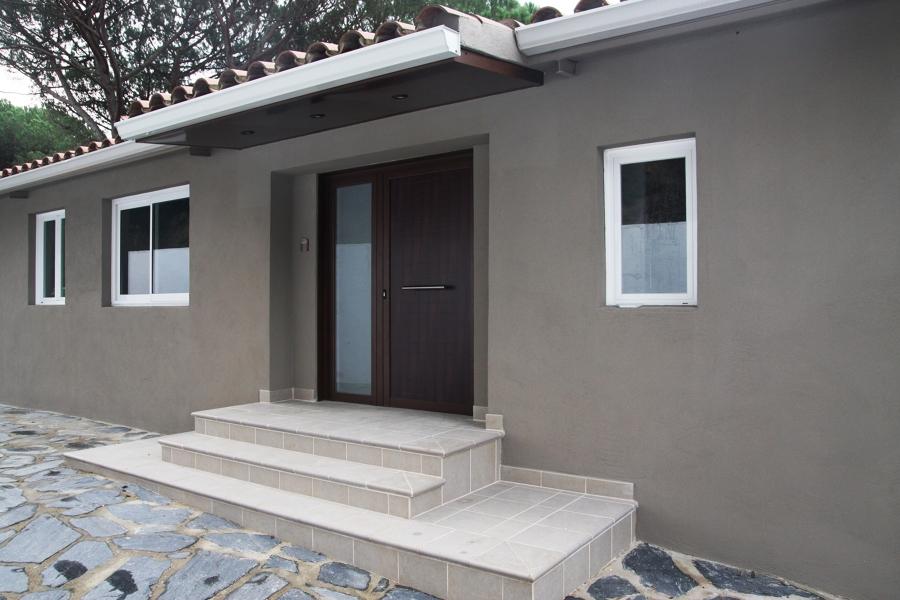 Foto rehabilitacion de fachada escalera y entrada for Escaleras de viviendas
