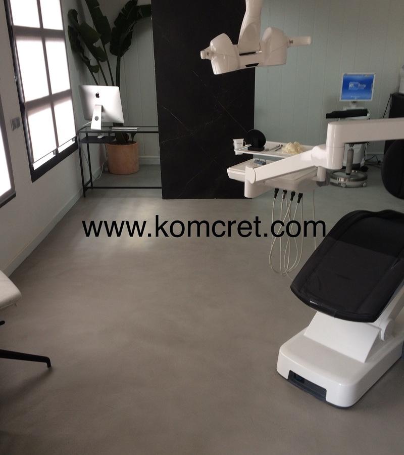 Clinica dental , Suelo realizado en microcemento color acero