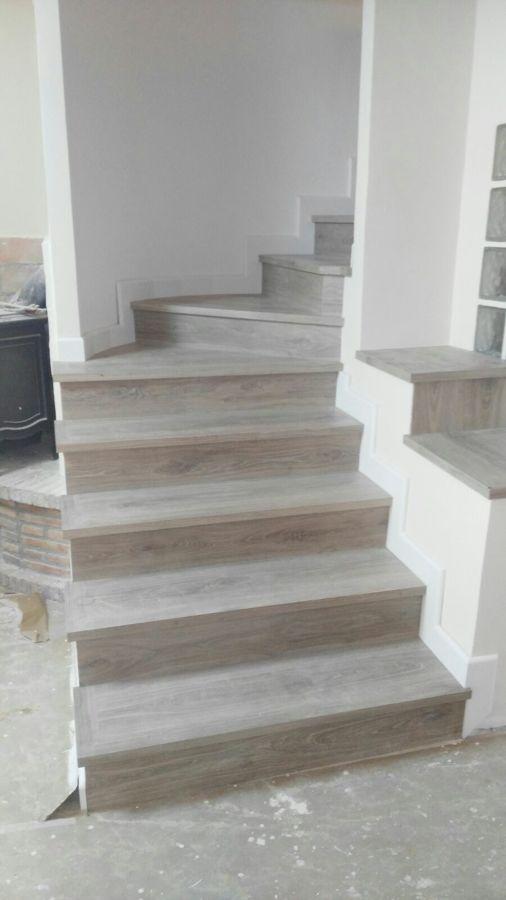 escalera de suelo laminado