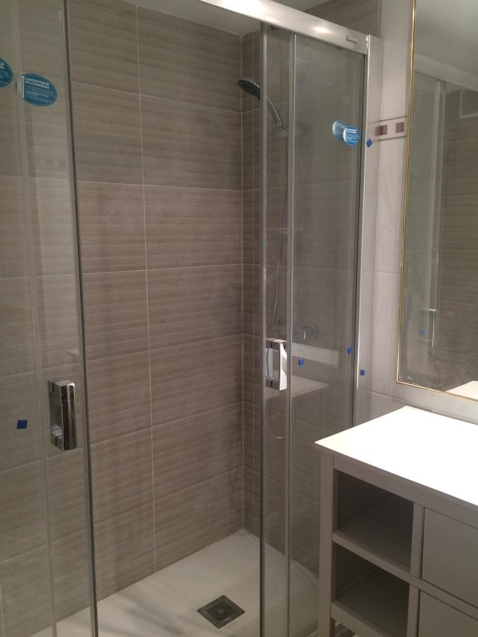 Plato de ducha y mampara