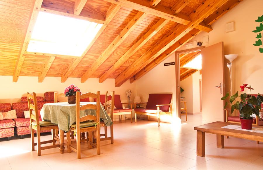 Sala de estar en buhardilla