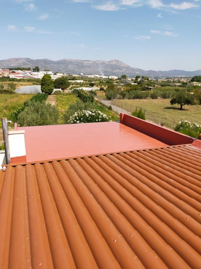 Construcción de tejados con panel eco e implementación