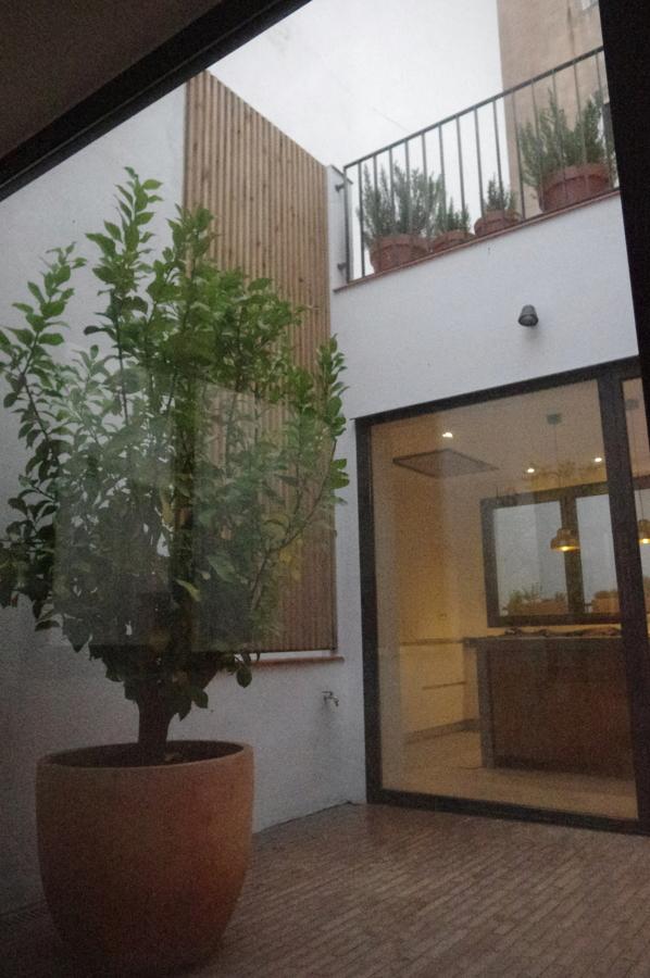 Terraza interior abierta y parcial exterior