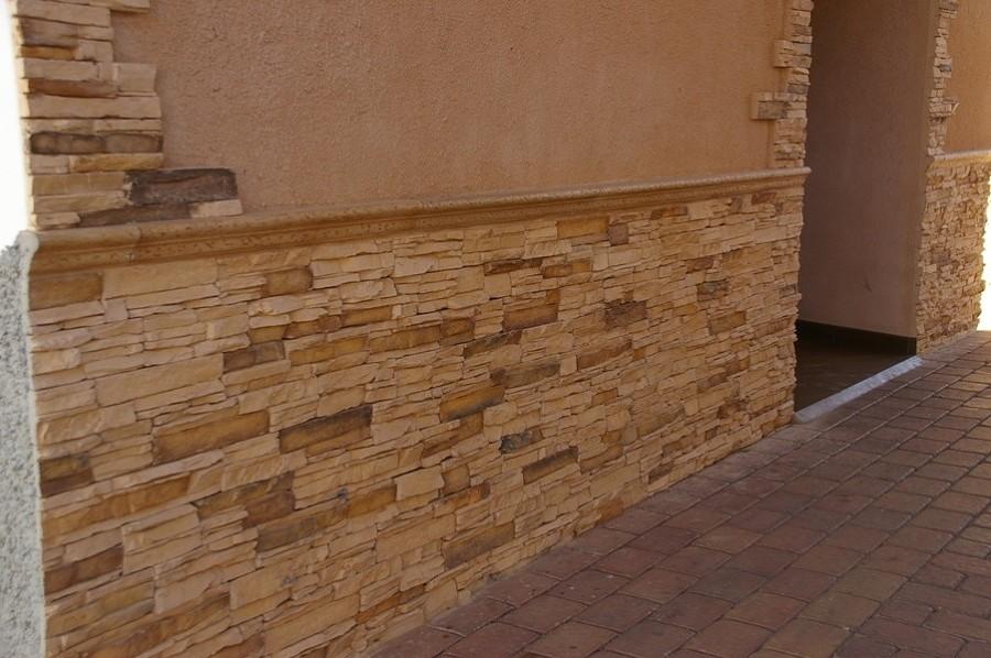 Foto zocalo piedra artificial de construcciones y reformas molinicos 1043833 habitissimo - Aplacado piedra fachada ...