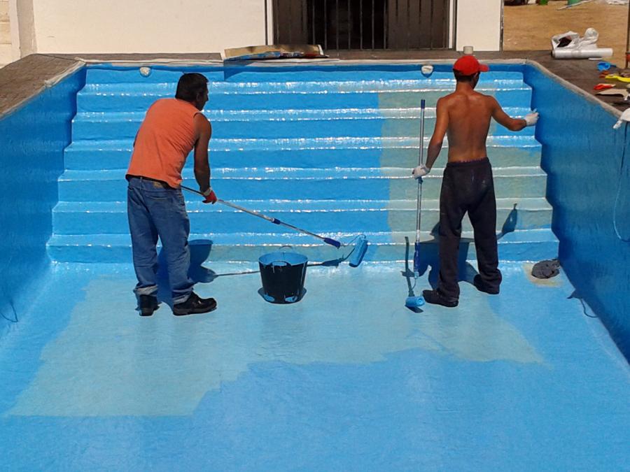 Foto impermeabilizamos su piscina con poliester de for Piscinas enterradas poliester