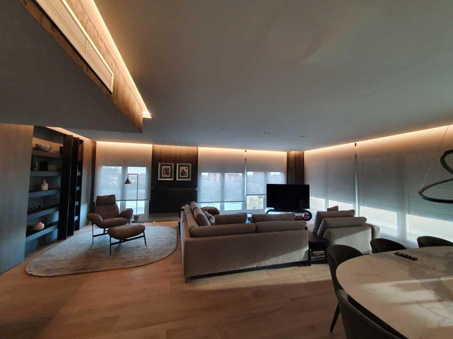 Iluminación regulable LED en candileja en salón