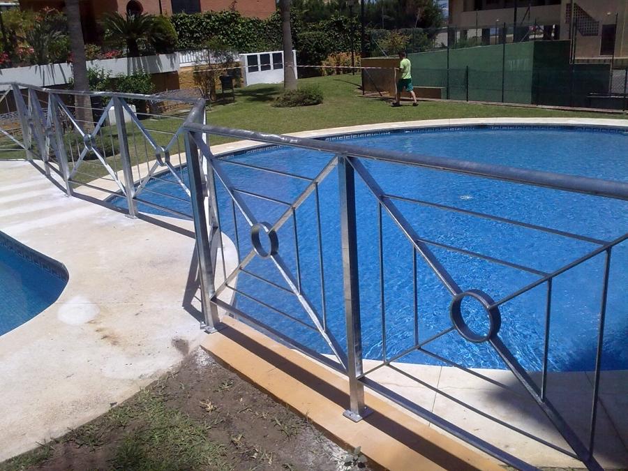 Foto instalaci n barandilla piscina de electrofer for Barandilla piscina