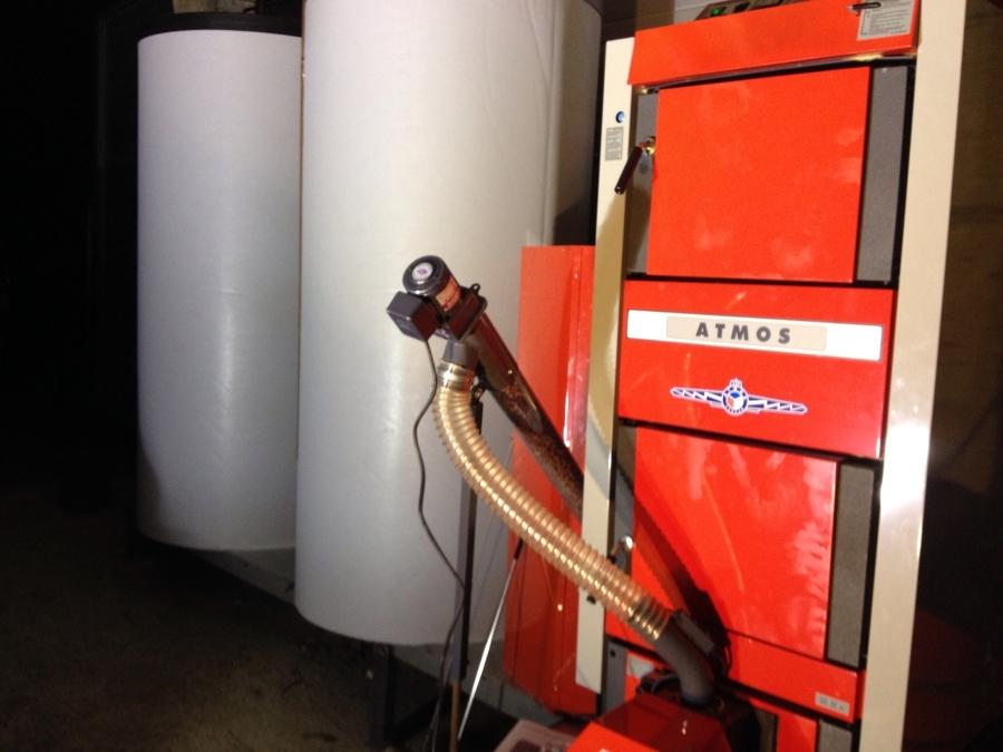 Instalación caldera combinada DC32SP de gasificación de leña y pellet automática