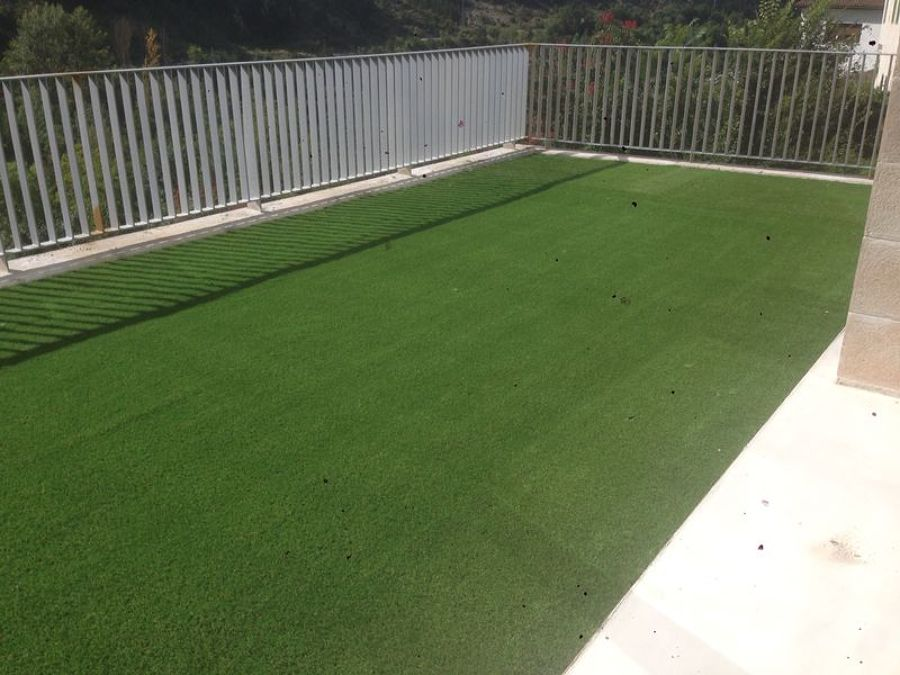 Poner cesped artificial en terraza finest csped - Poner cesped artificial en terraza ...