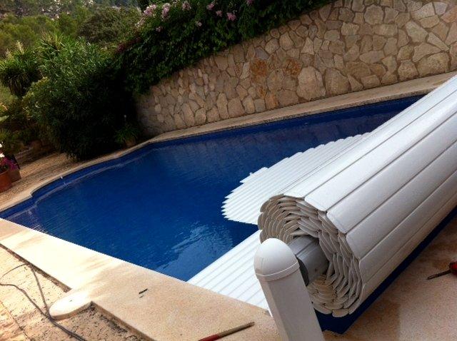 Foto instalaci n cobertor autom tico de piscina de for Cobertor de piscina automatico