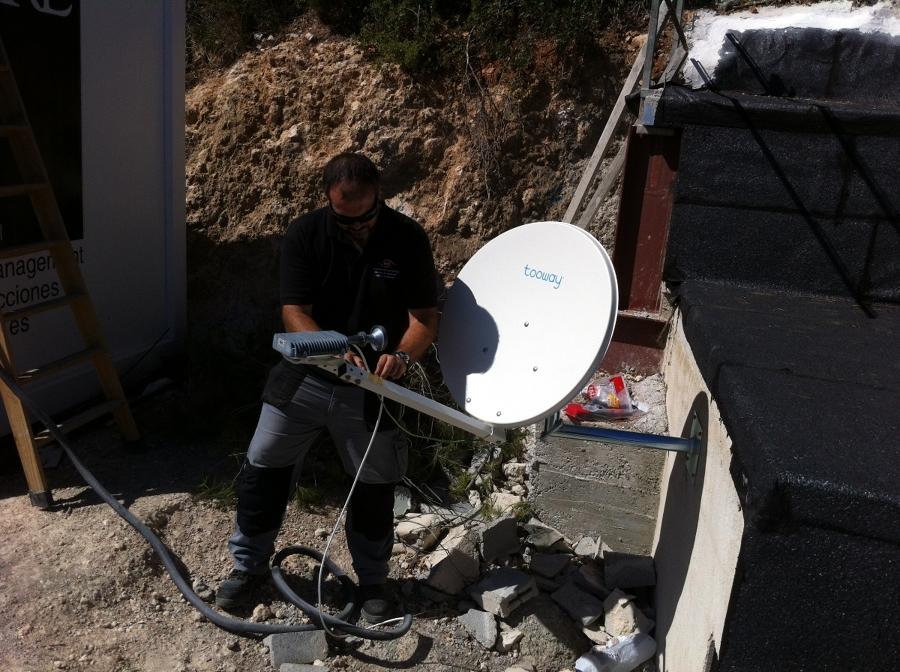 Instalación de antena SkyDSL.