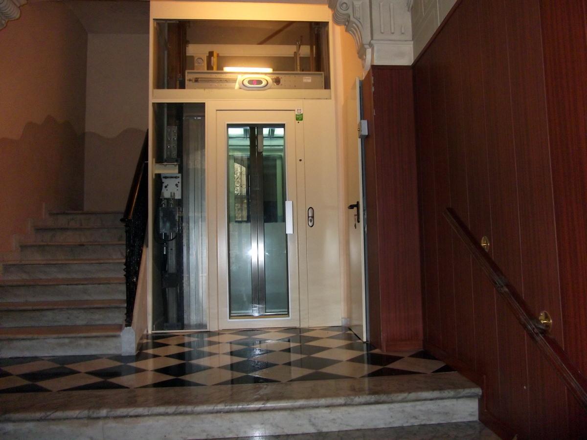 instalación de ascensor en escalera