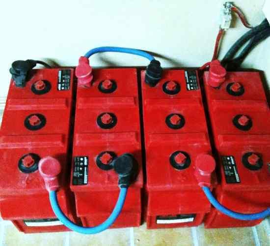 Instalacion de baterias solares Rolls en 24v.