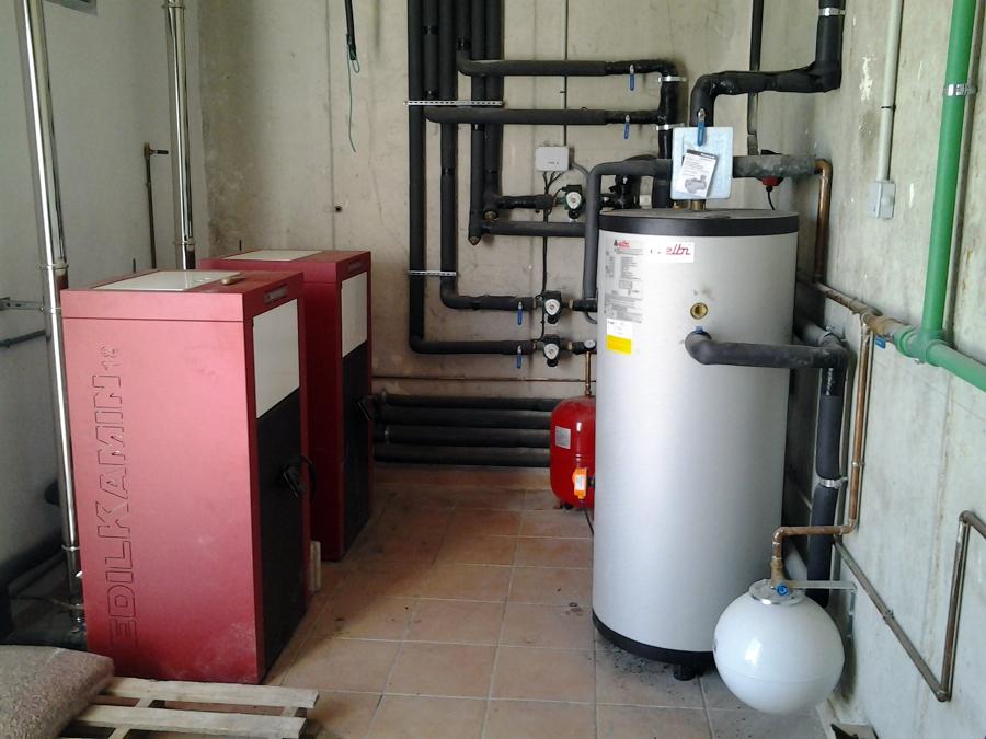 Foto instalaci n de calderas de pellet y acumuladores de - Calefaccion pellets opiniones ...
