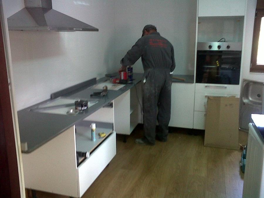 Foto: Instalacion de Muebles de Cocina Post-formato Blanco de ...