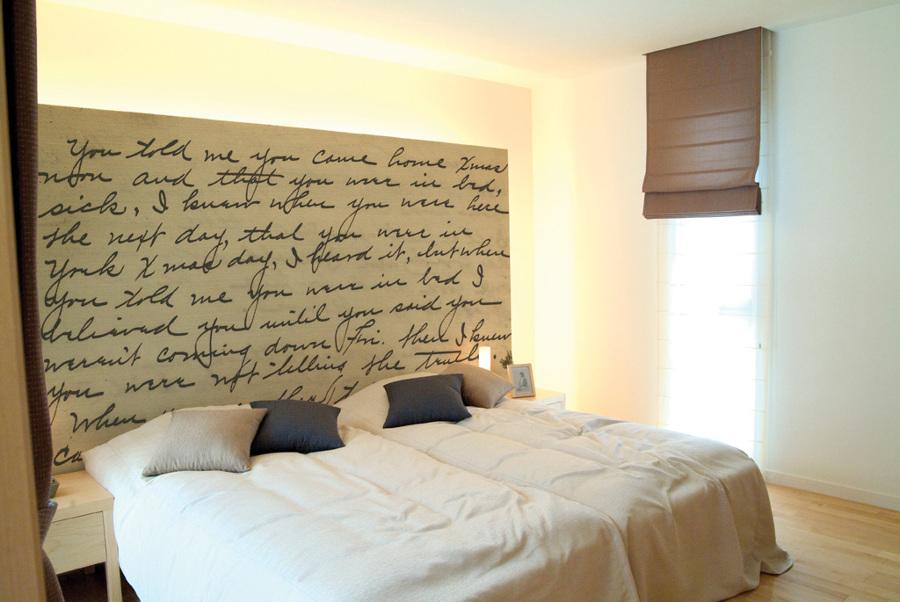Foto instalaci n de papel pintado vinilico de empapelados - Cabeceros de cama pintados ...