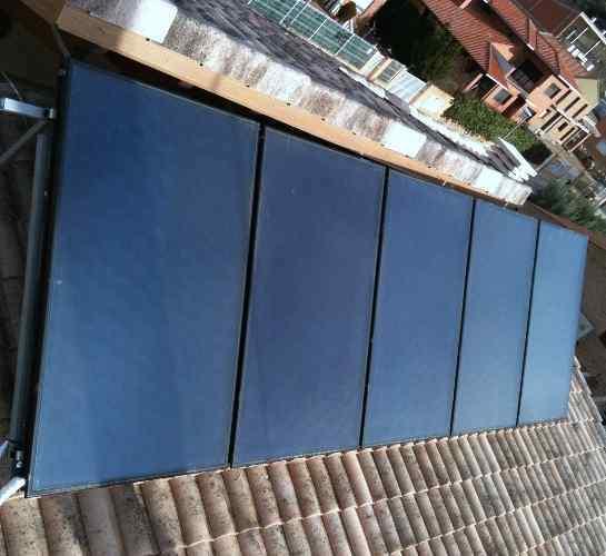 Foto instalacion de placas solares rotex para agua for Placas solares para calentar agua