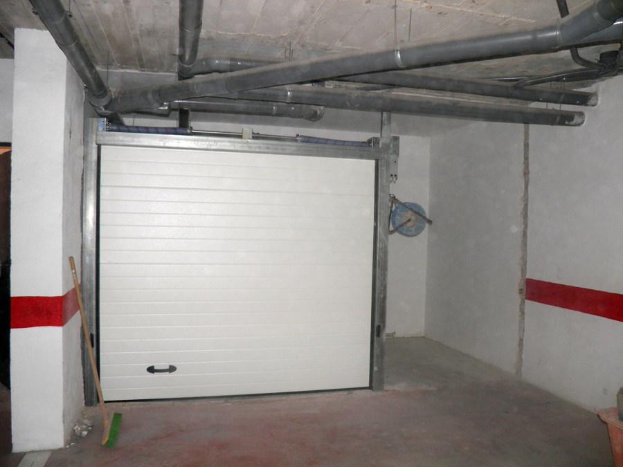 Foto instalaci n de puerta en garaje de pras estaci n s for Instalacion de puertas