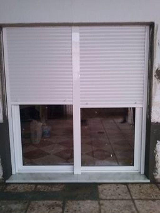 Foto instalaci n de puertas de sistema de aluminios for Instalacion de puertas