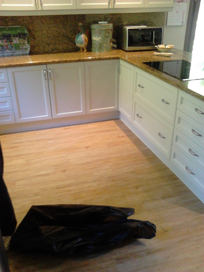 Instalación de Suelo de PVC en una Cocina de Chalet en La Z.jpg