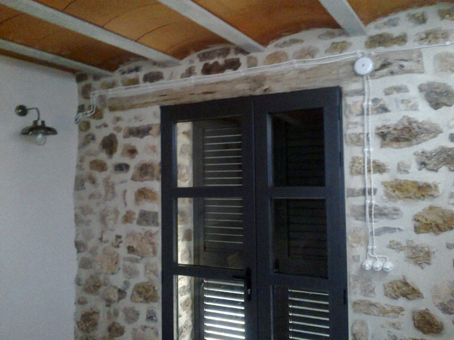 Foto instalacion de vivienda de aplicaciones electricas for Enchufes para exterior