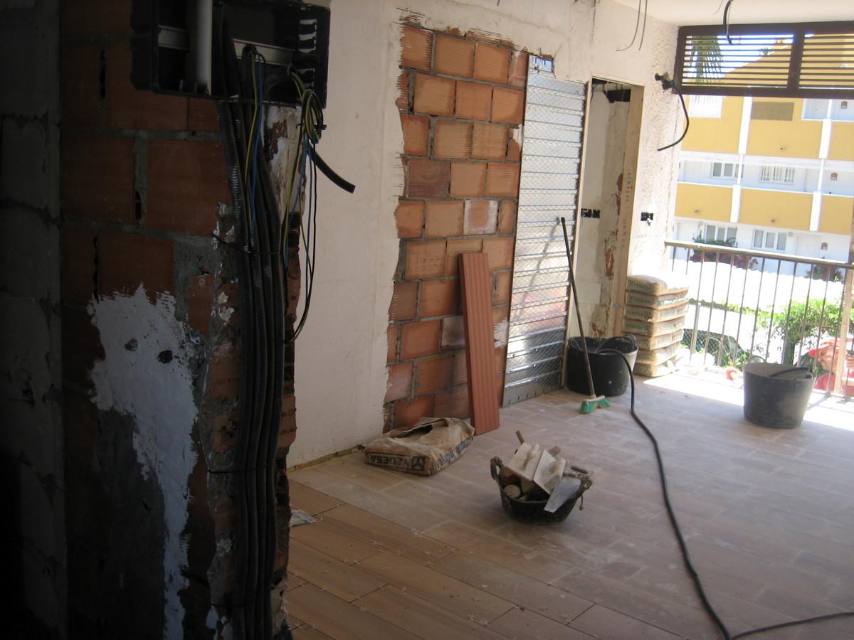 Foto instalaci n electrica y colocaci n puerta corredera de md reformas construcciones y - Instalacion puerta corredera ...