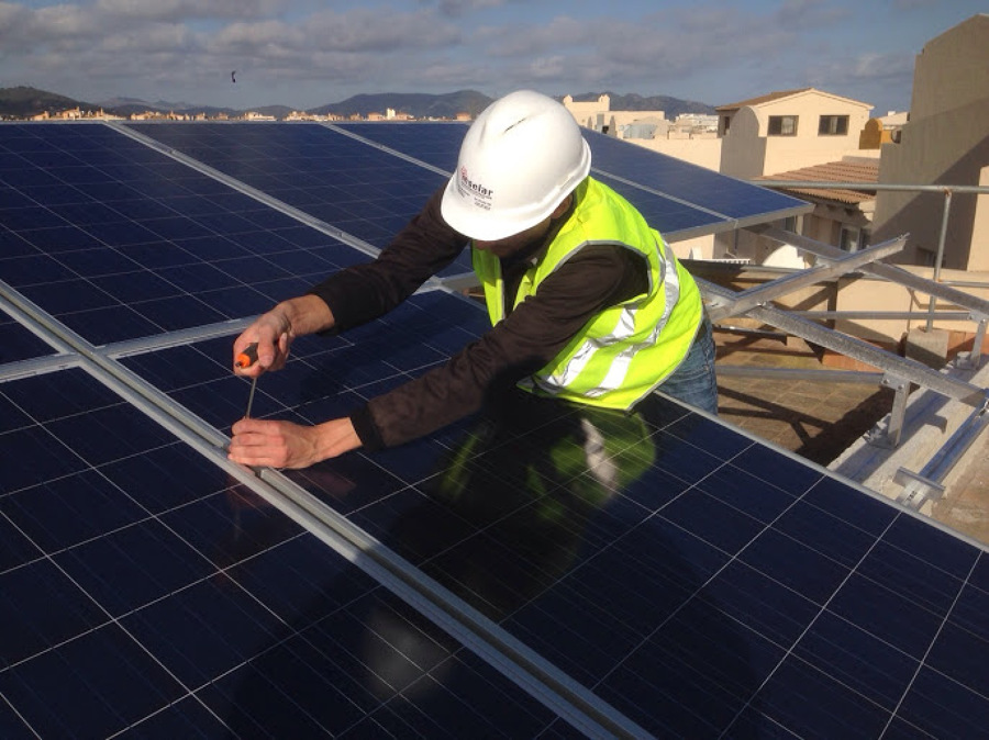 Montage de placas solares en azotea