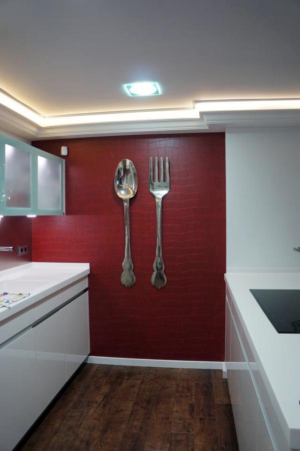 Foto instalaci n papel vinilico en cocina de empapelados for Papel vinilico para cocinas