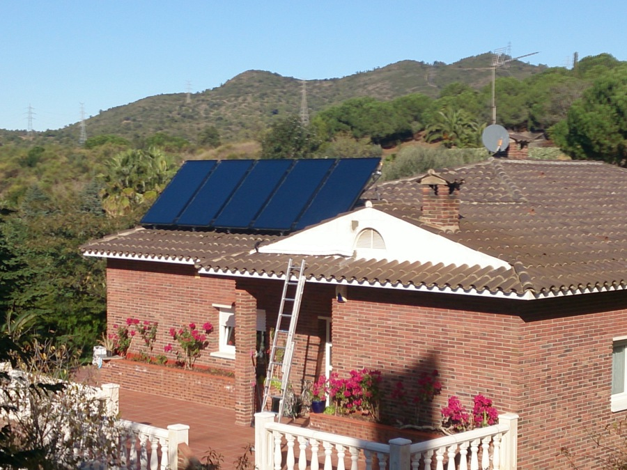 Instalación de agua caliente solar y apoyo a calefacción por suelo radiante