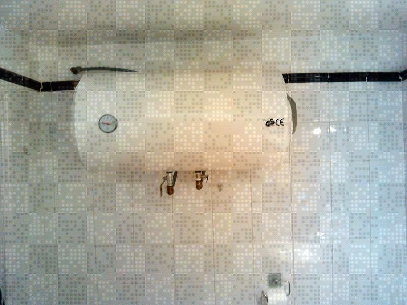 Foto instalacion termo electrico de 100 litros de for Instalacion termo electrico precio