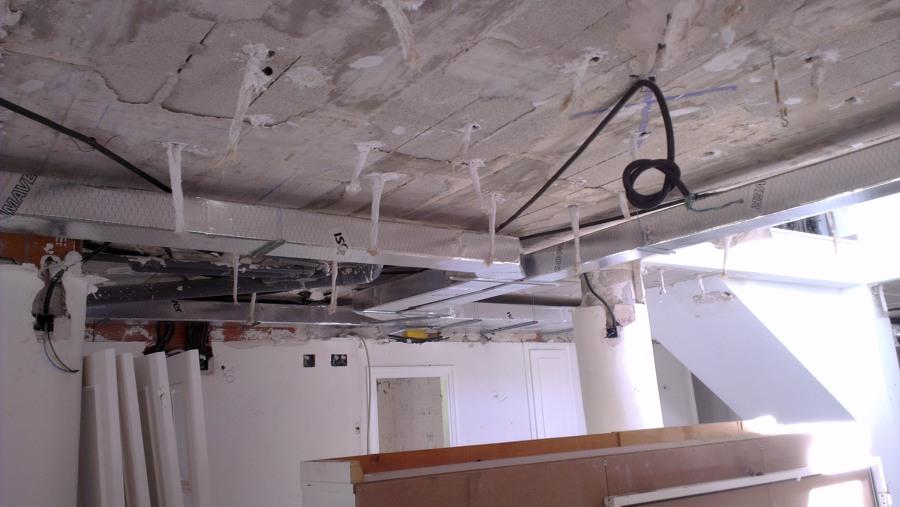 Foto instalaci n y puesta en marcha aire acondicionado for Maquina aire acondicionado por conductos