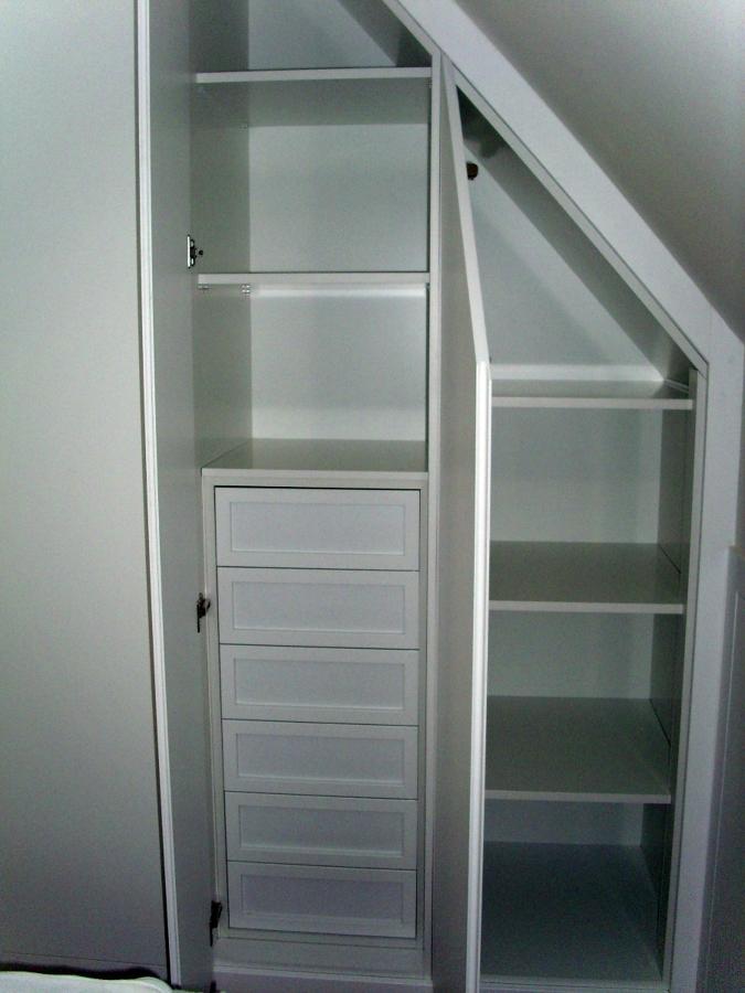 Interior armario blanco en cuña