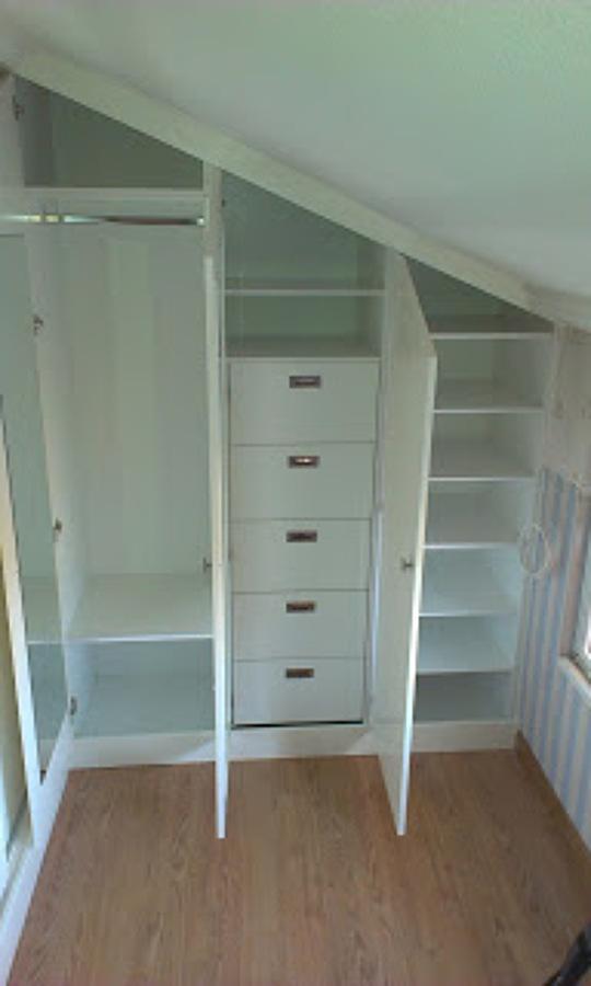 foto interior armario buhardilla de carpinteria rivas On armarios buhardilla