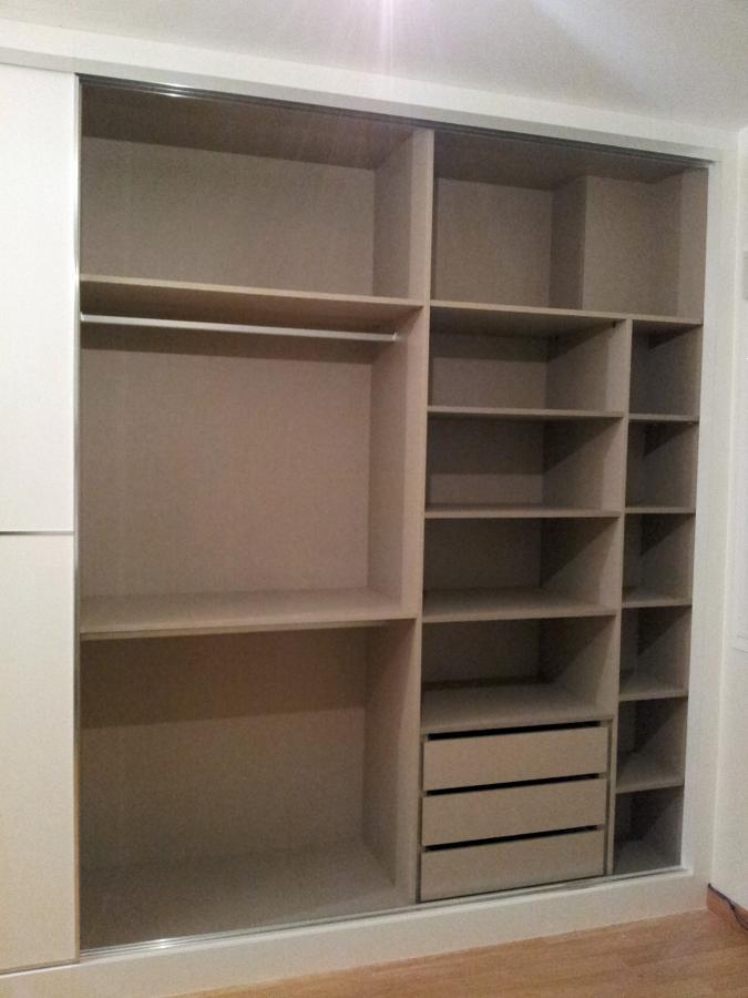 foto interior de armario empotrado de carpinter a imagina