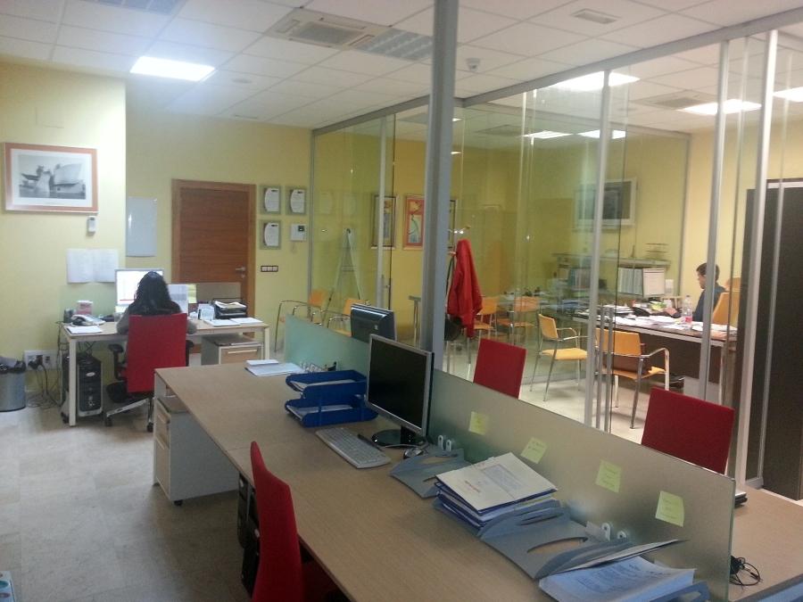 foto interior de nuestras modernas oficinas de solagro