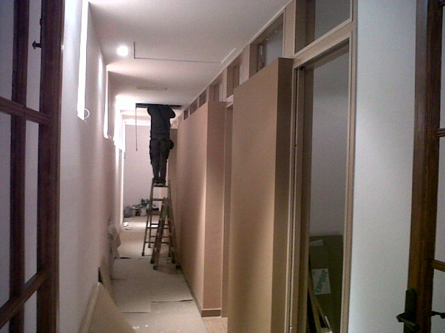 Foto interior vivienda en gracia bcn de alain aguilar for Vivienda interior