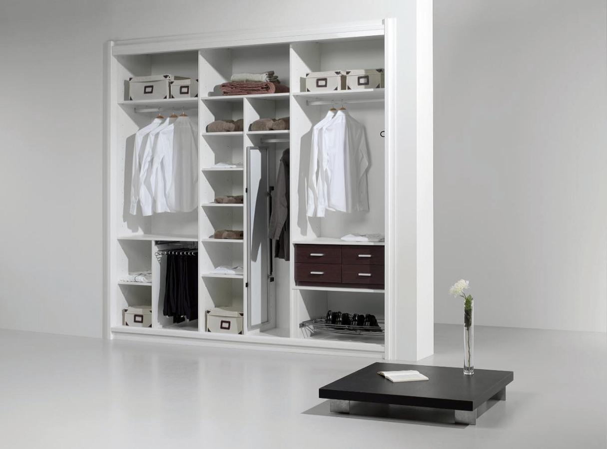 Foto interiores de armario de tu proyecto soluciones en - Armarios empotrados interiores fotos ...