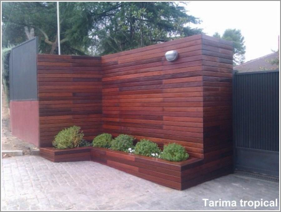 Foto ipe exterior vertical y jardineras de tarima tropical 664522 habitissimo - Revestimiento de paredes exteriores baratos ...