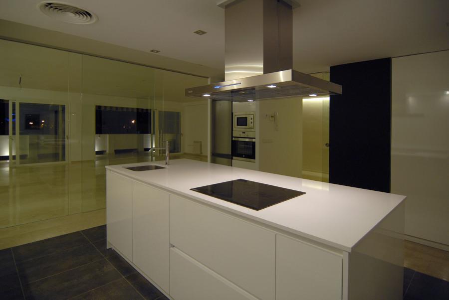 Foto isla en cocina y campana decorativa de cm4arquitectos 707548 habitissimo - Campana cocina isla ...