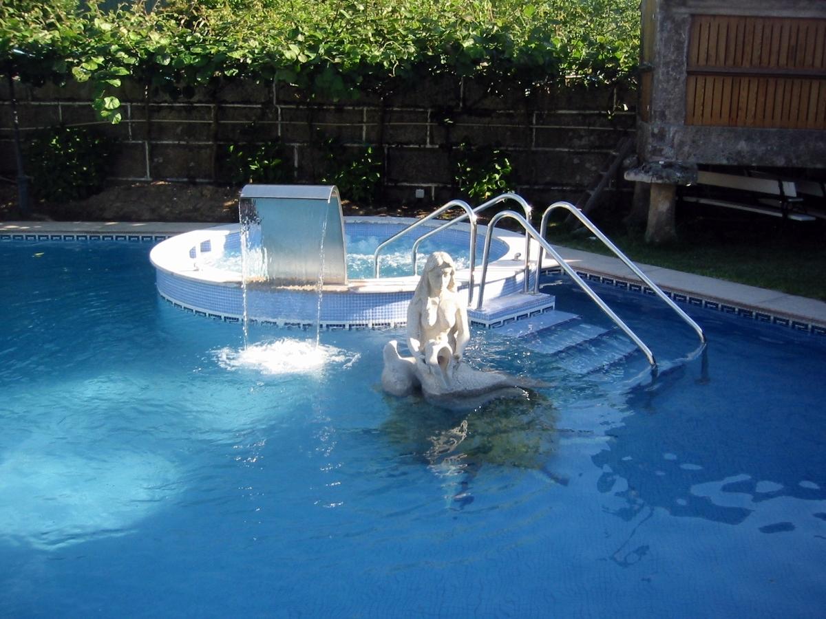 Foto jacuzzi de obra de piscinas fraiz 387467 habitissimo for Precios de piscinas de obra