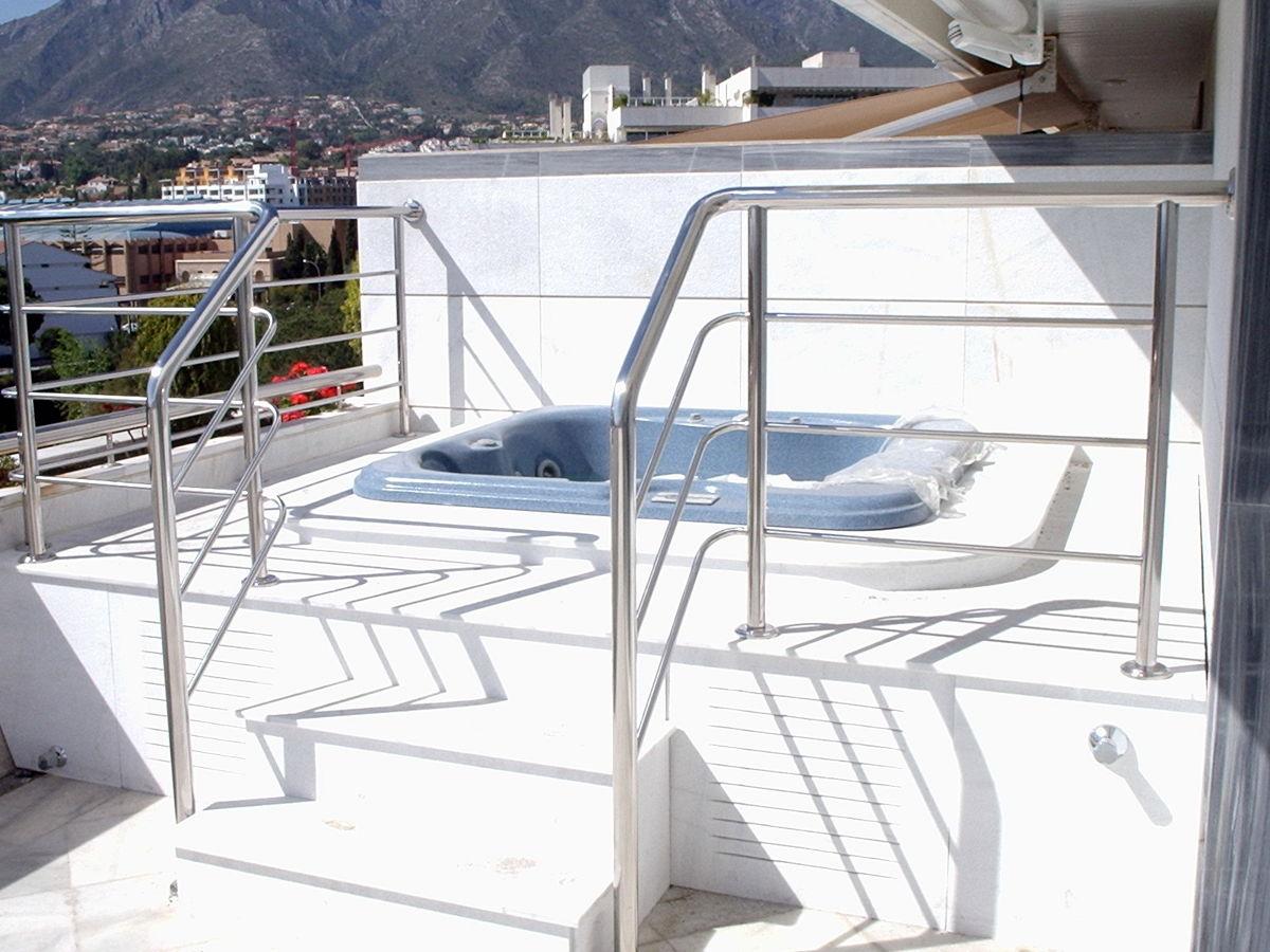 Foto jacuzzi en terraza con playa de marmol macael y - Jacuzzi de terraza ...
