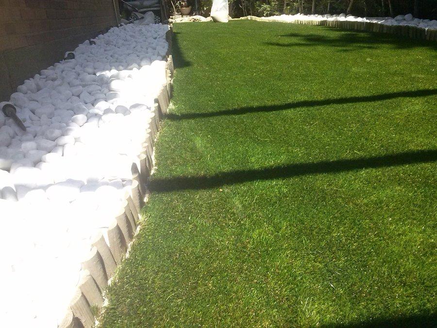 Foto jard n con c sped artificial de moderngarden 632580 - Jardin con cesped artificial ...