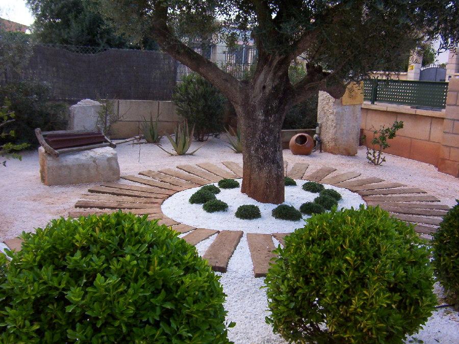 foto jard n con gravilla y traviesas de jardineria galvez