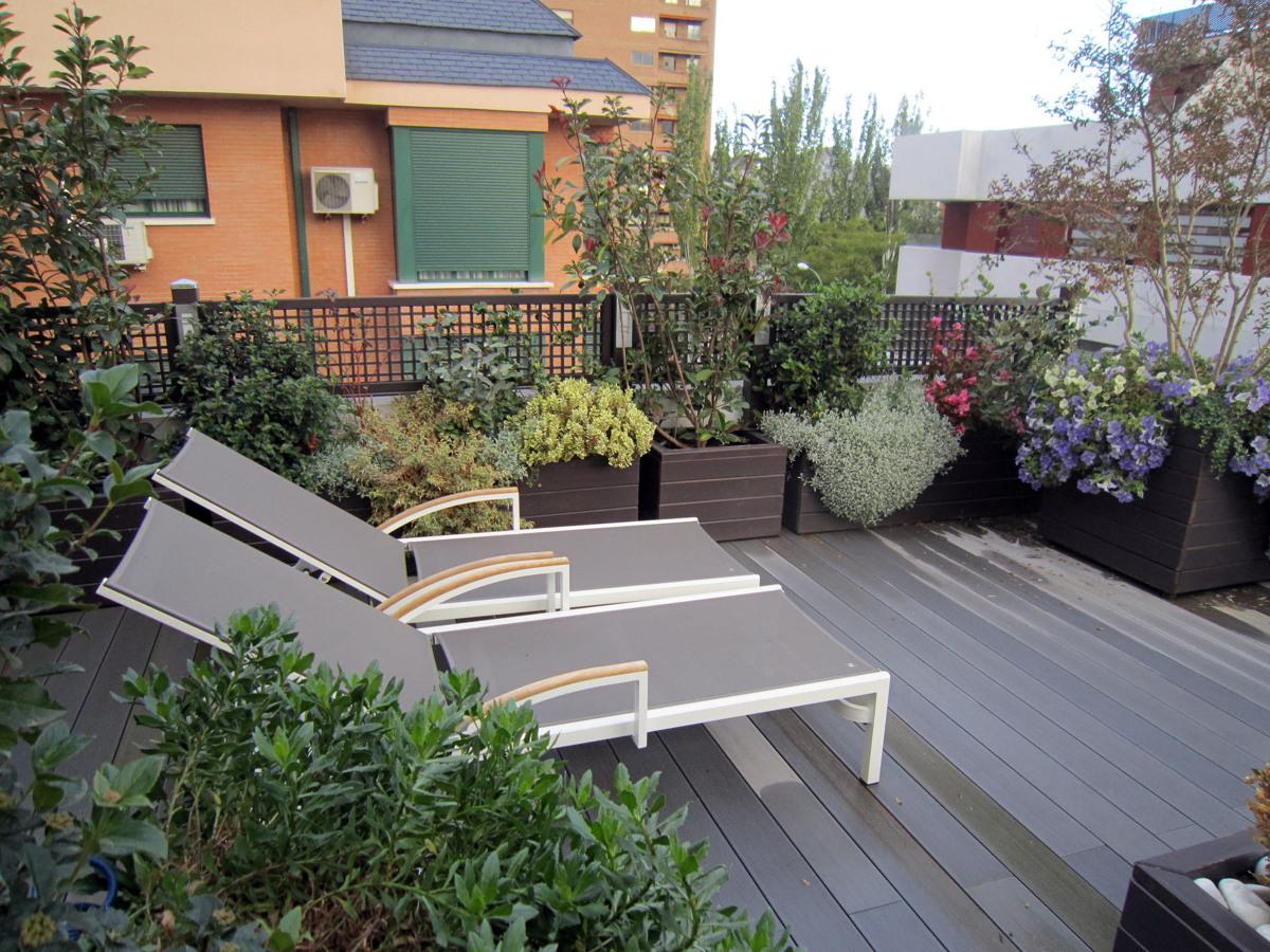 Foto jardin en tico de madrid de azarbe jardines 188112 - Jardines en aticos ...